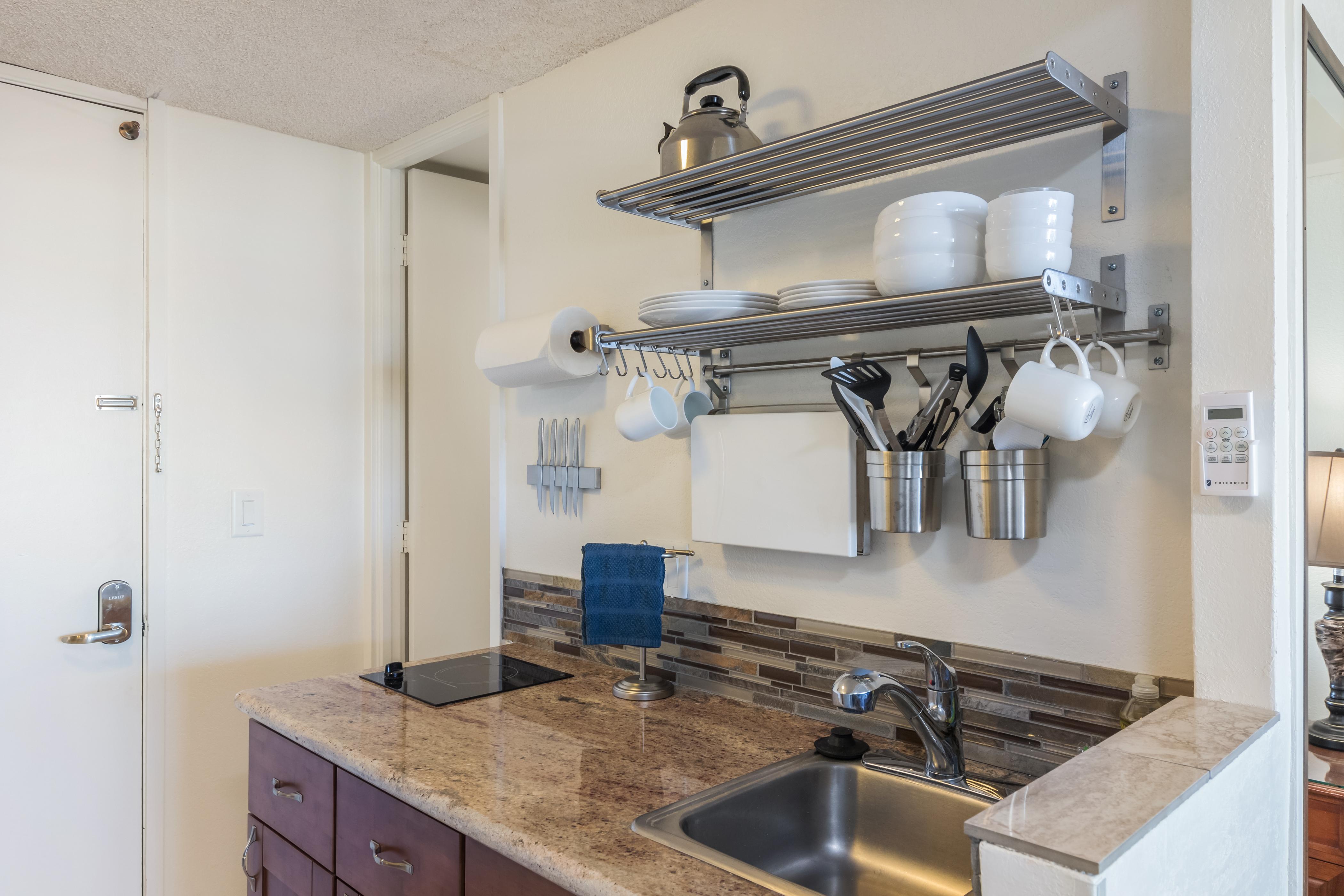 Contemporary Kitchenette W/Single Burner Stove