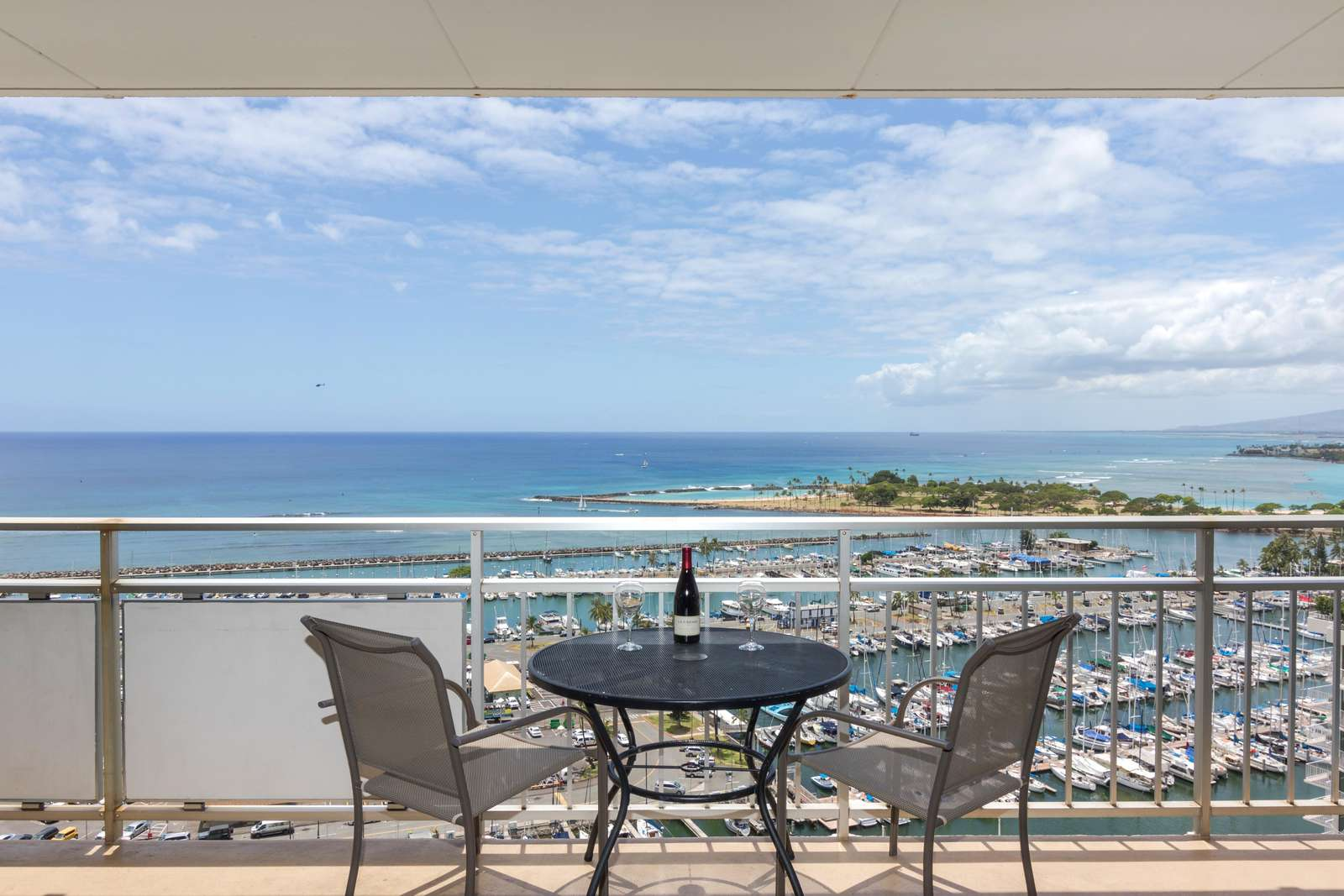 Ilikai 2106 Spectacular Ocean View with Awesome Sunsets!