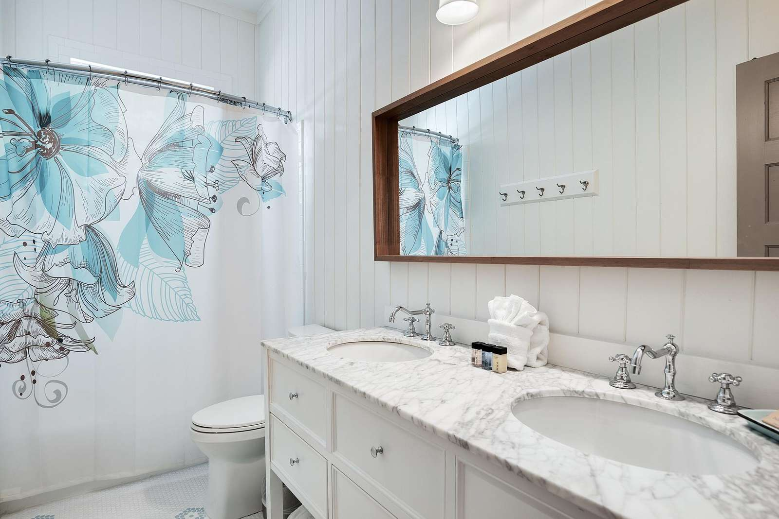 Hall Bath for Bunk Room with Shower/Tub Combo