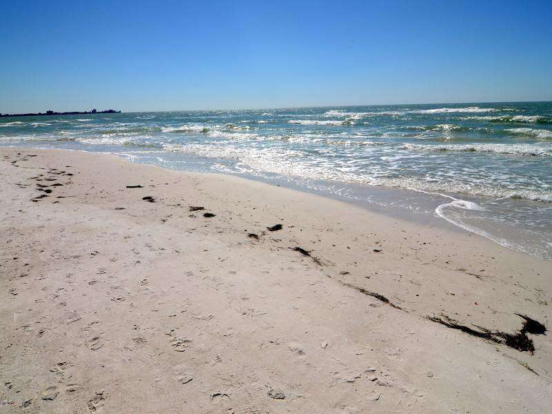 The white sand of Lido Beach