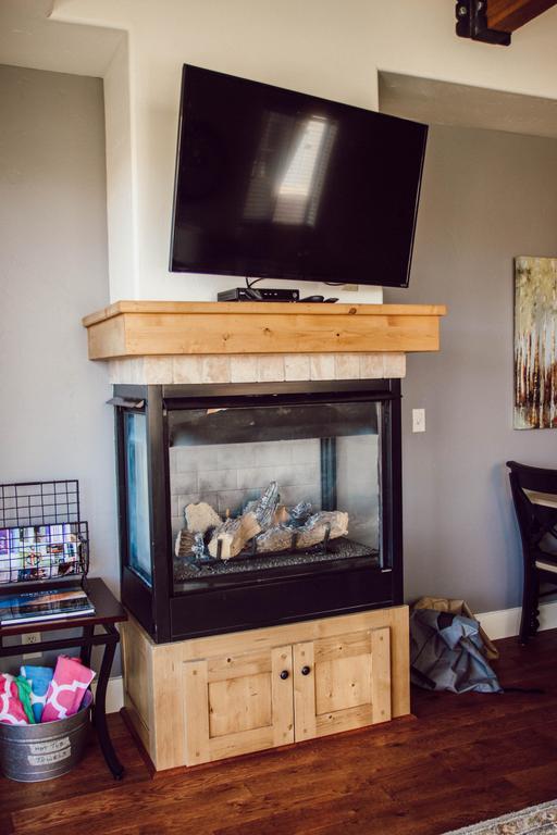Cozy, gas fireplace