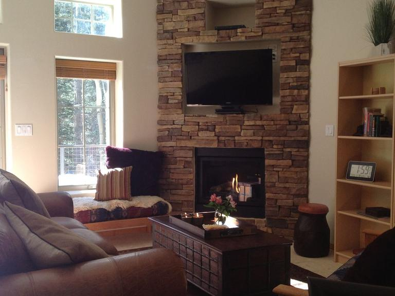 Wonderfull warm gas fire place, HD Sat TV, Blueray DVD, and WiFi