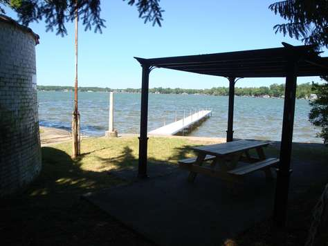 Dock w/ picnic table