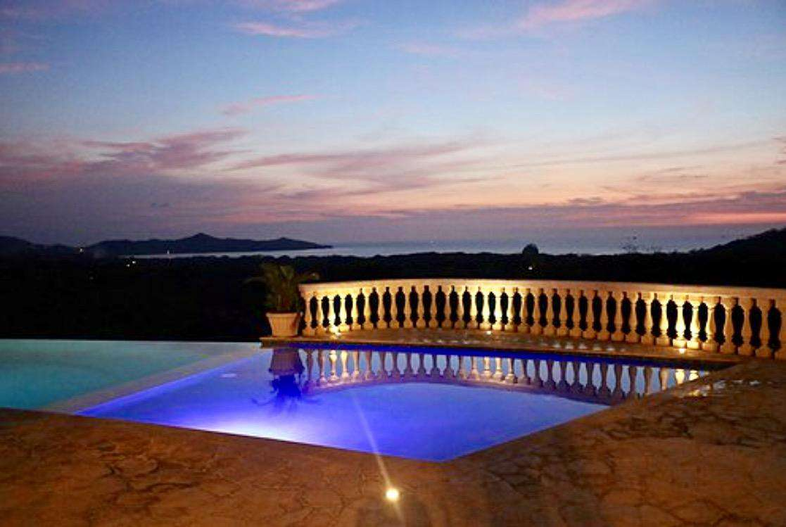 Club at Mar Vista pool & restaurant