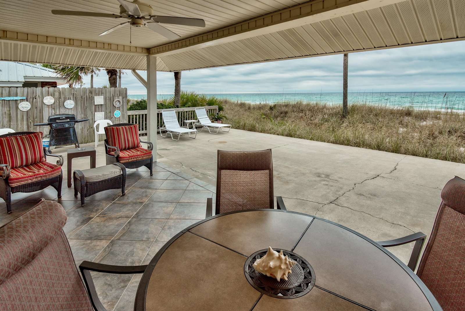 Life's a Beach! Beautiful Private Beachfront Home!  Tons of Space! 2 Greatrooms!