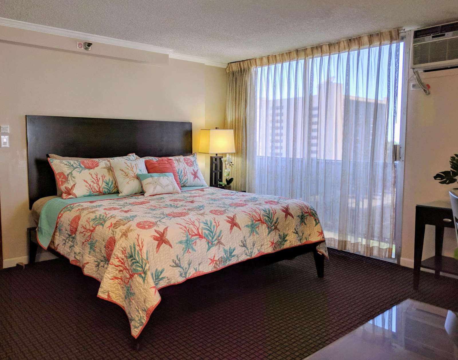 Cute partial ocean view Studio in Central Waikiki at Bamboo Hotel