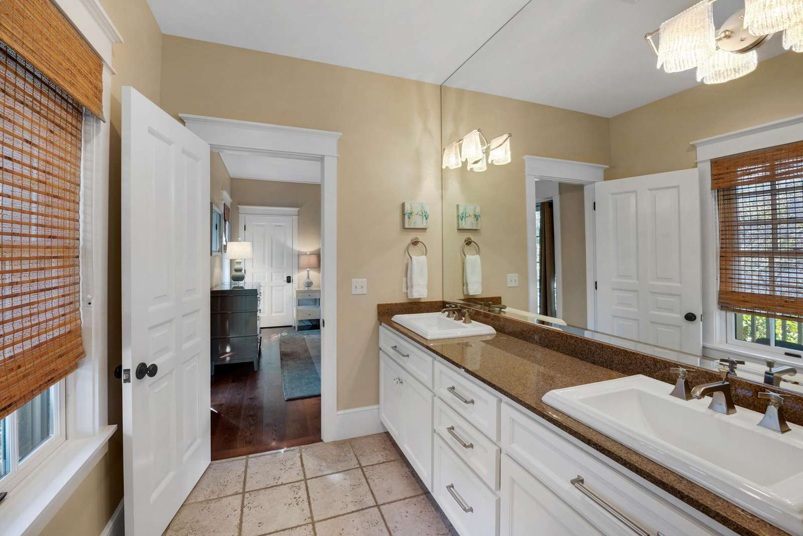 Second Floor Master Ensuite w/Double Vanity Sinks and Tub/Shower Combination