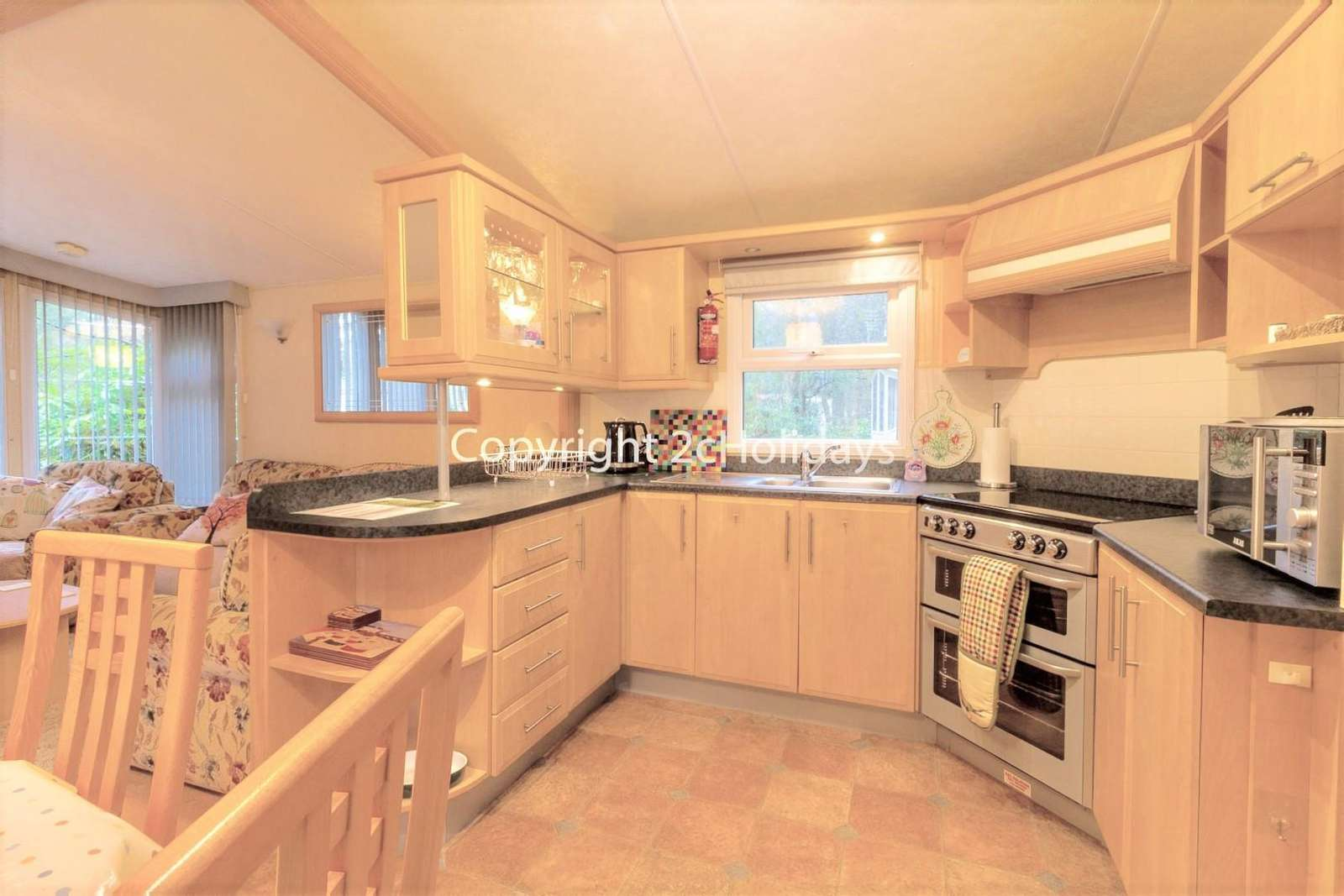 A spacious and fully equipped kitchen, perfect for self-catering breaks!