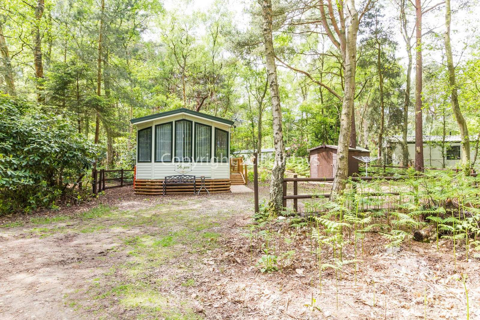6 berth accommodation with a fantastic woodland view!
