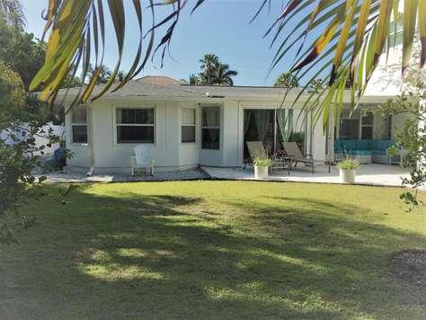 Lido Key Beach House at 5 Min Walk To Lido Beach, Garden, Patio 2/2