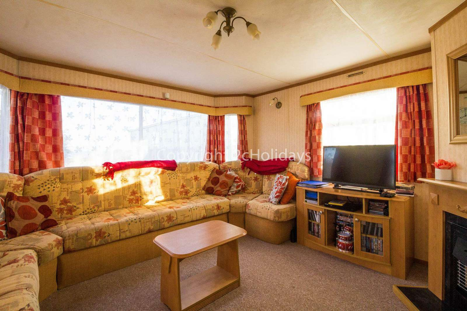 Spacious living area, ideal fro families!