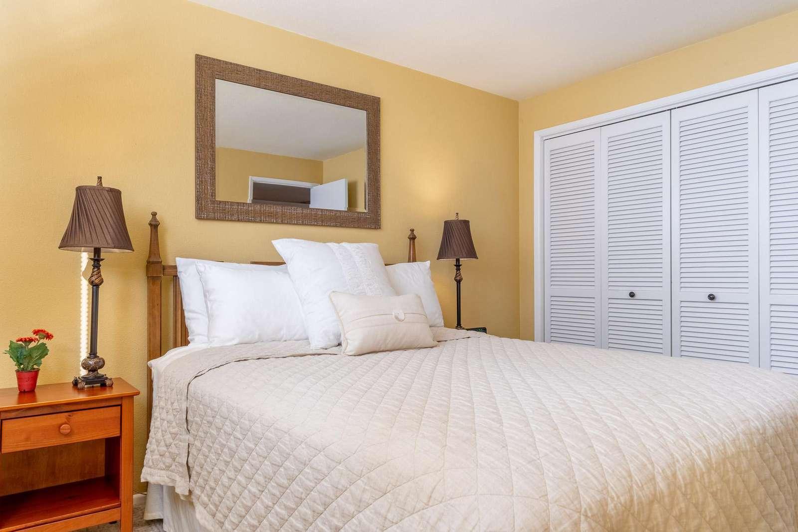 North Room - Queen pillow-top bed
