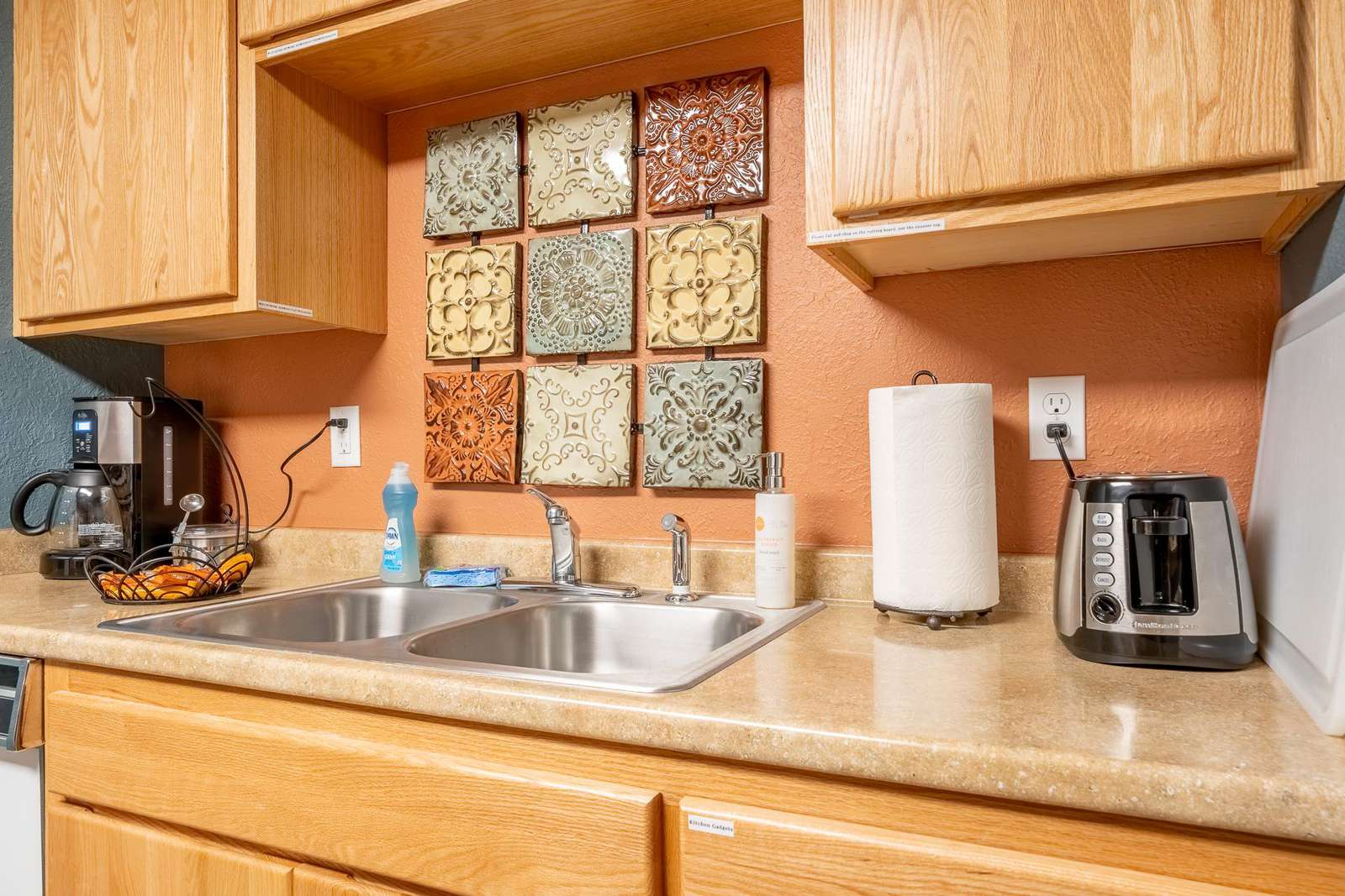 Kitchen - Organic coffee an English muffins provided