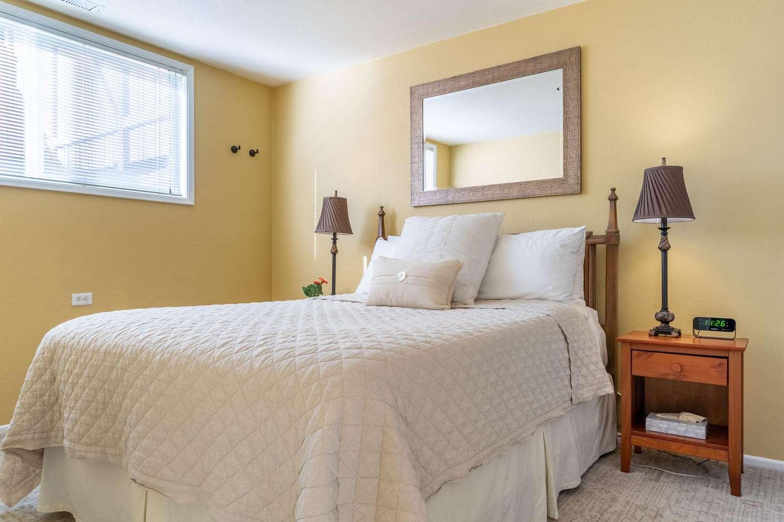 North Room - Queen pillow top bed - Summer linens
