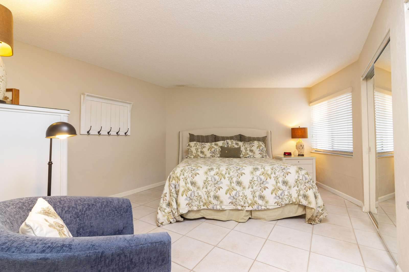 Guest Bedroom - King Bed