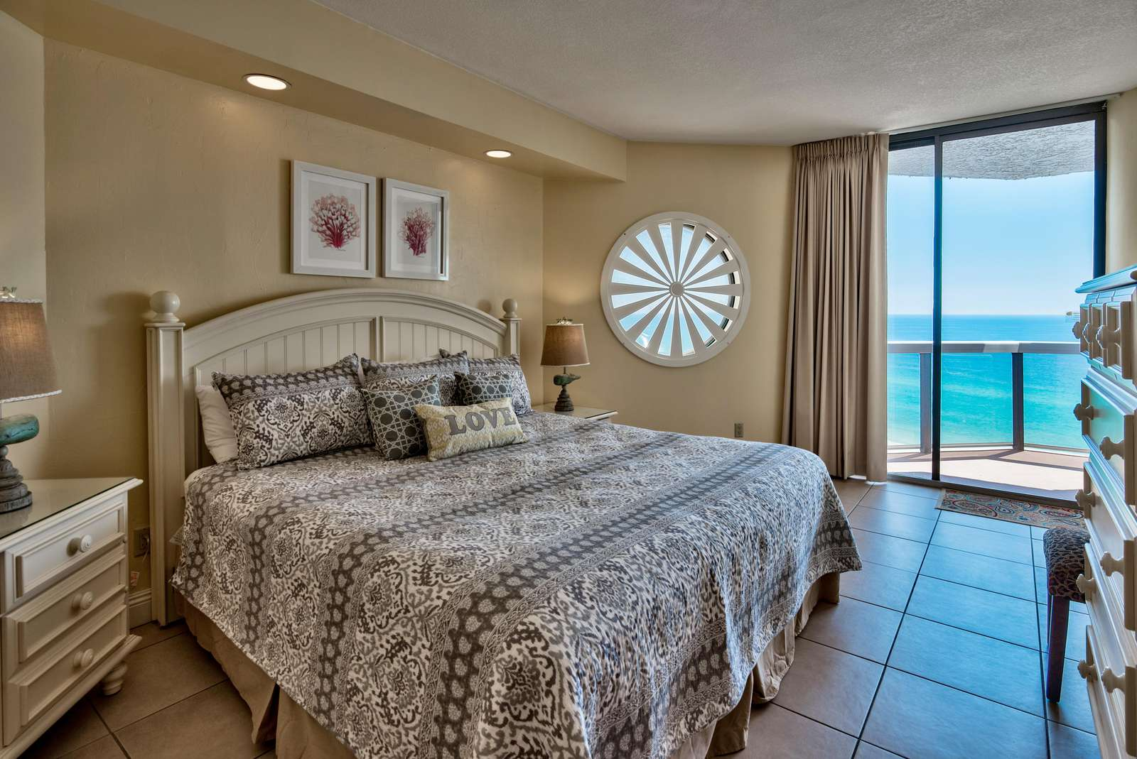 Master BR - King Bed - Beautiful Views of the Gulf