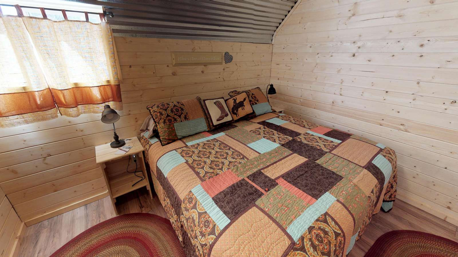 Western Horse Barn Cabin Rooms With Loft, Full Kitchen, Dining Area For  Large Groups