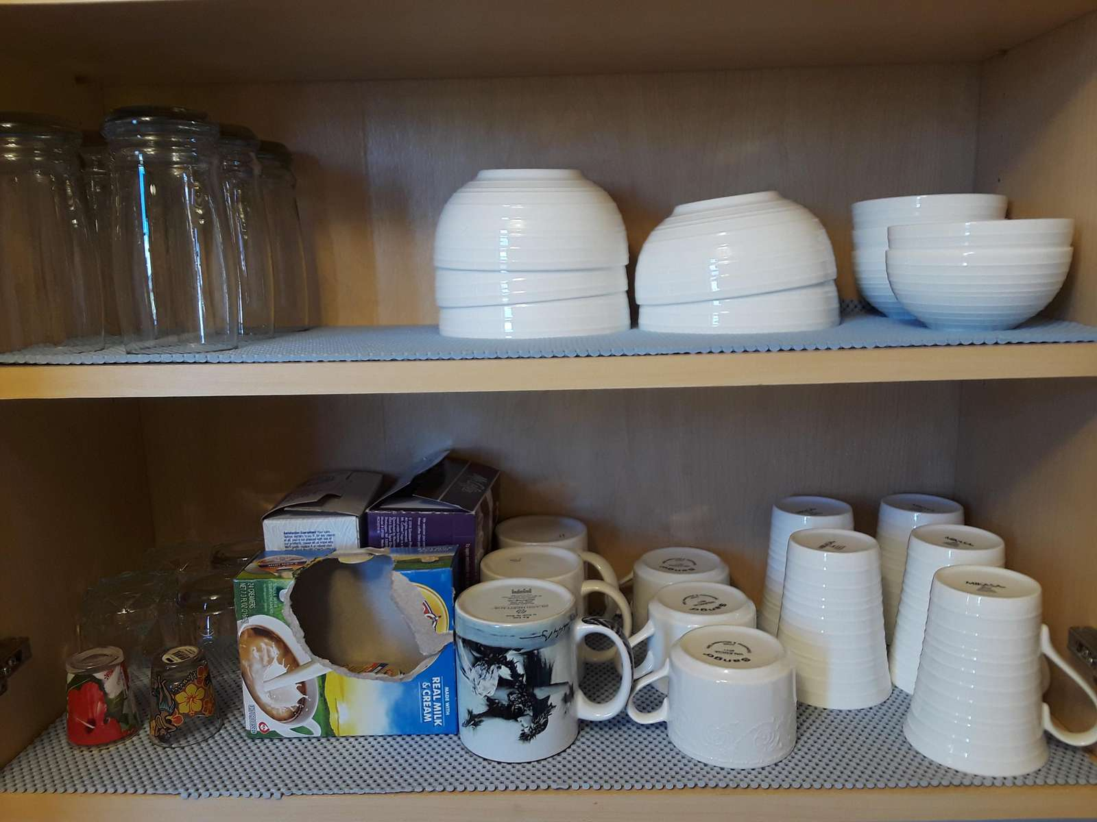 Ample dishes for long or short stays