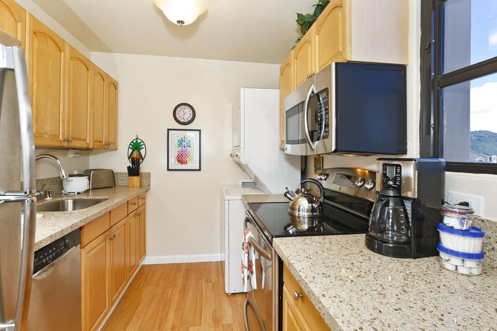 Clean, Bright & Well equipped kitchen