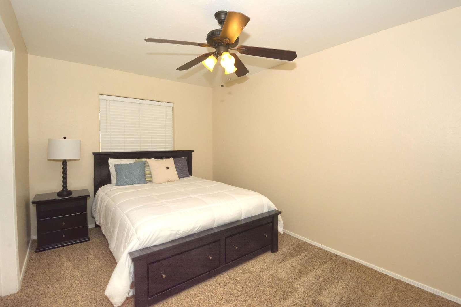 Queen bedroom with en-suite bathroom