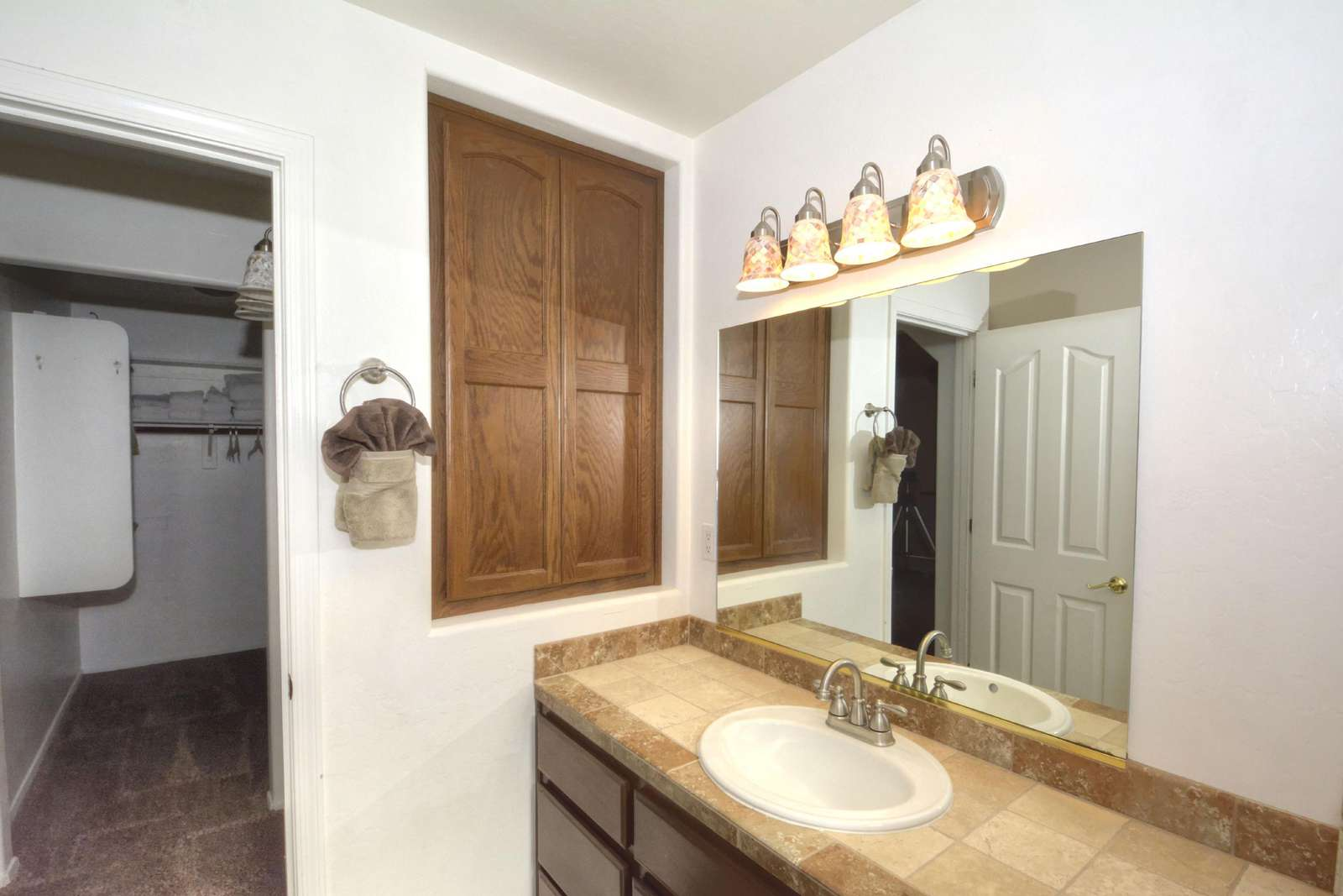 Mstr vanity and closet
