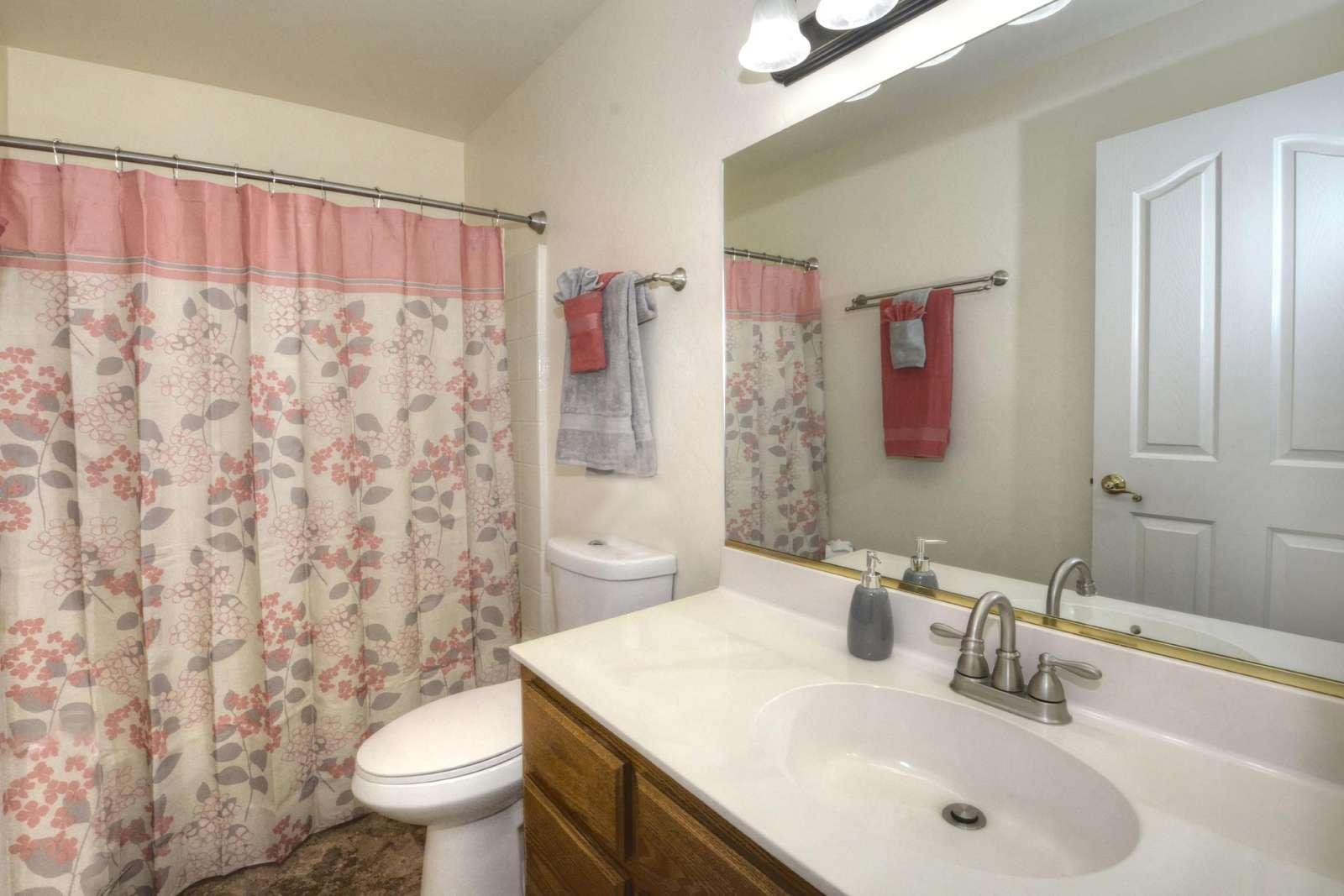 Full bathroom in hallway