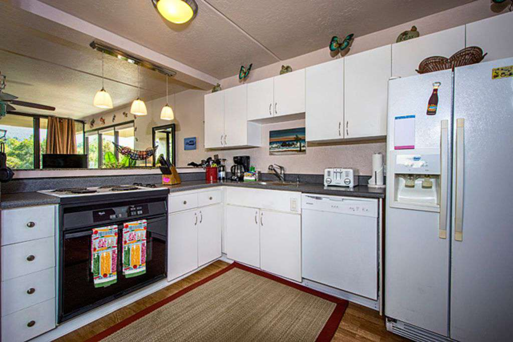 Kitchen has everything needed!