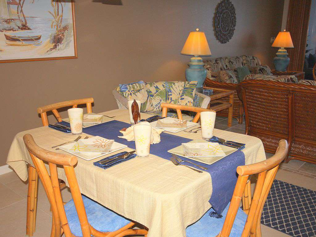 Dining area seats 4 with additional table & chairs on the lanai for 6.