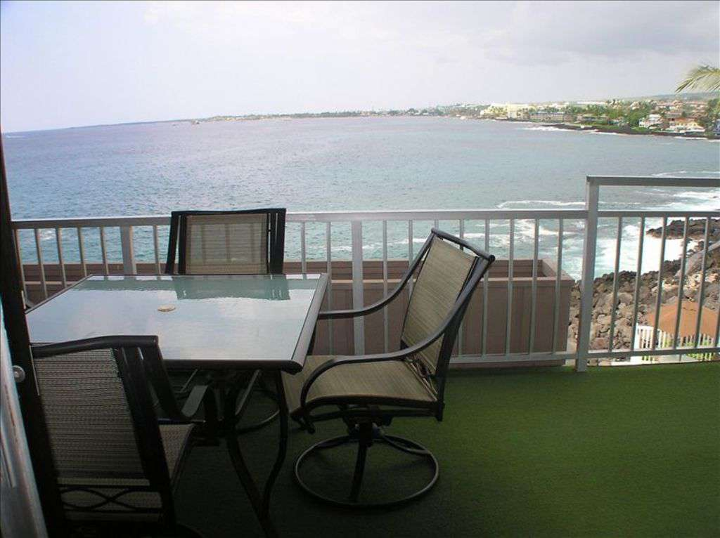 Large lanai overlooking Kailua Bay.