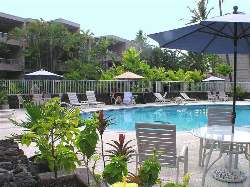 Alii Villas swimming pool.