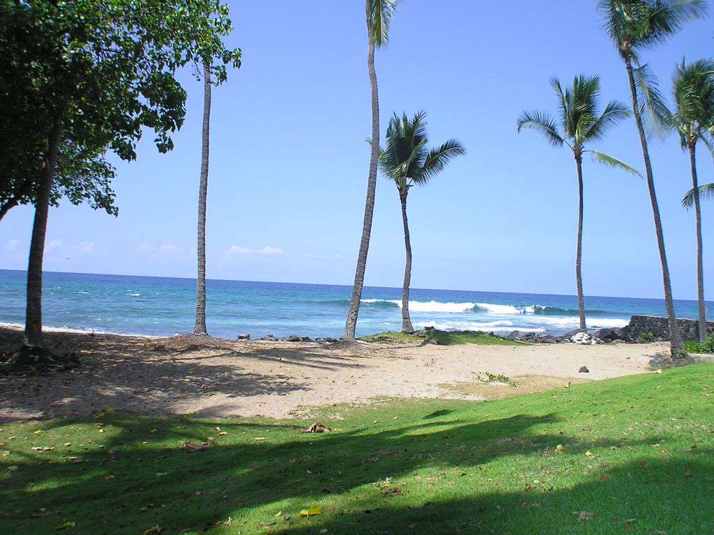 Nearby Honl's beach, a favorite for surfing, sunning, and picnics.