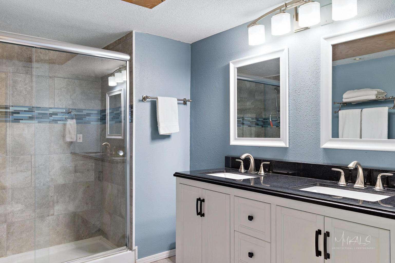 Gorgeous Bathroom w/ Walk-In Shower