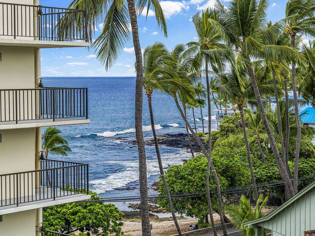 OCEAN VIEWS FROM LANAI & LIVING AREA