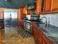 Spacious kitchen! thumb