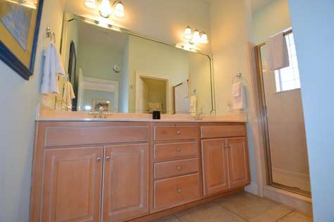 Master Bathroom (1st Level)