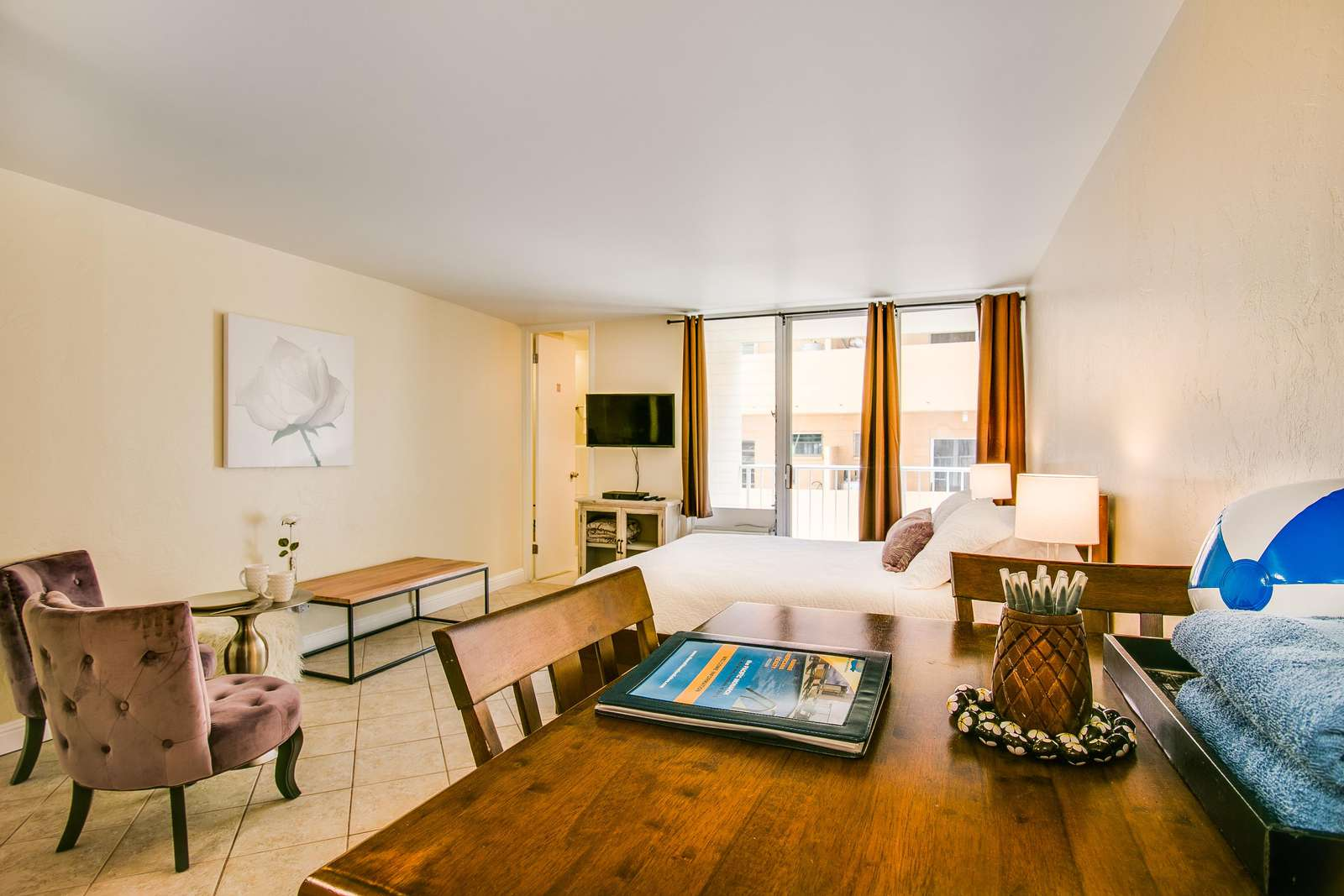 The simplistic elegance of suite 304 waits you.