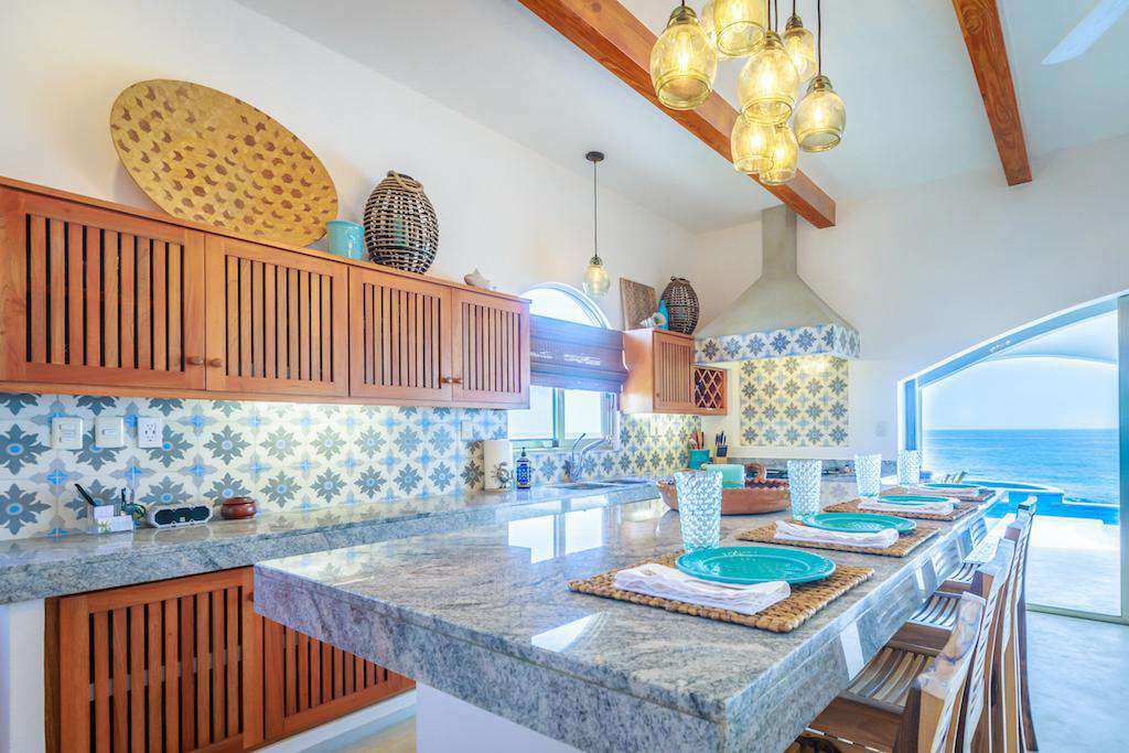 Fully equipped kitchen with breakfast bar and