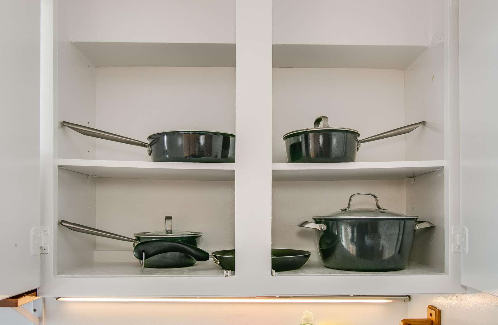 Ample pots and pans