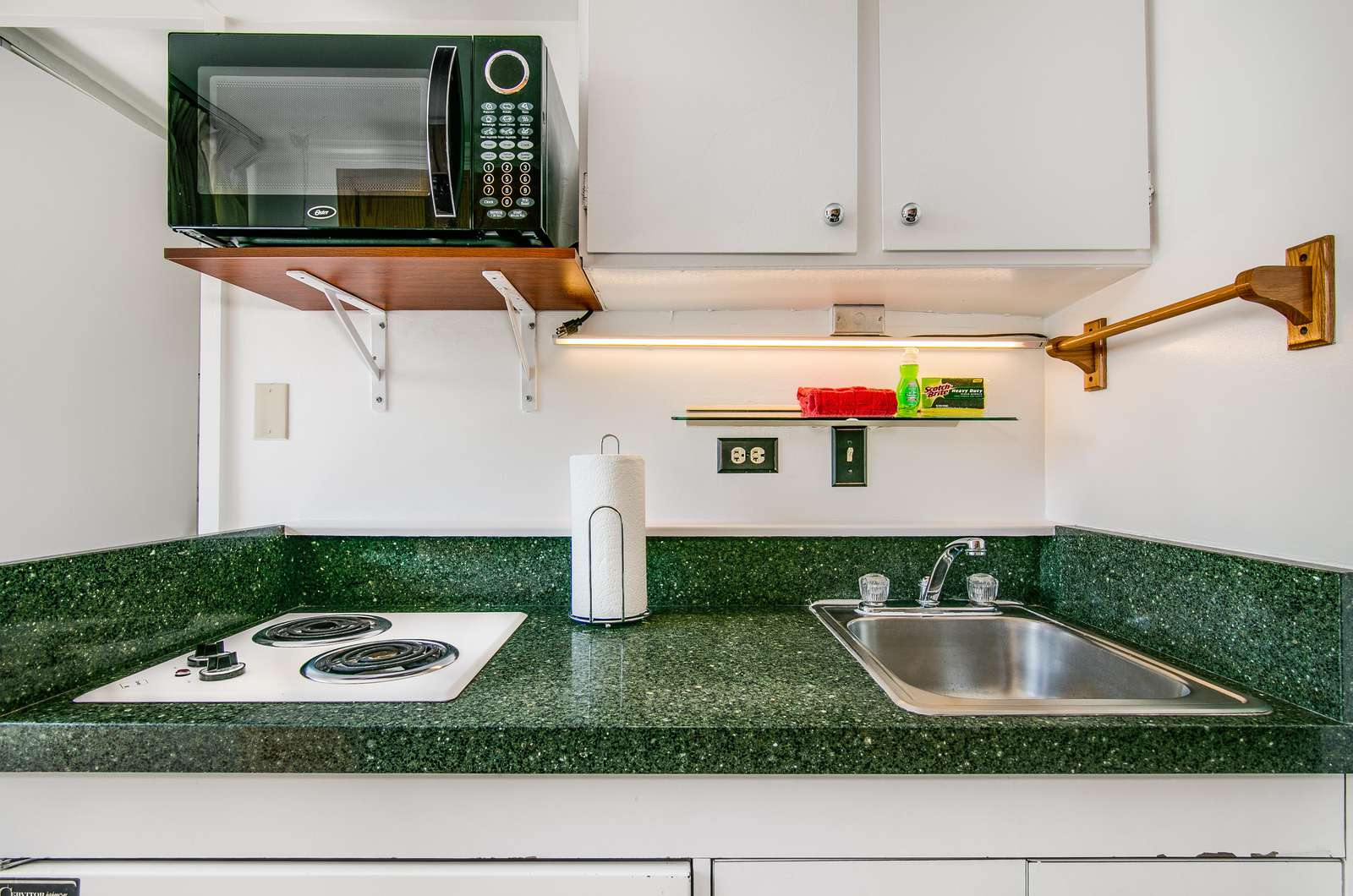Twin stove top and microwave