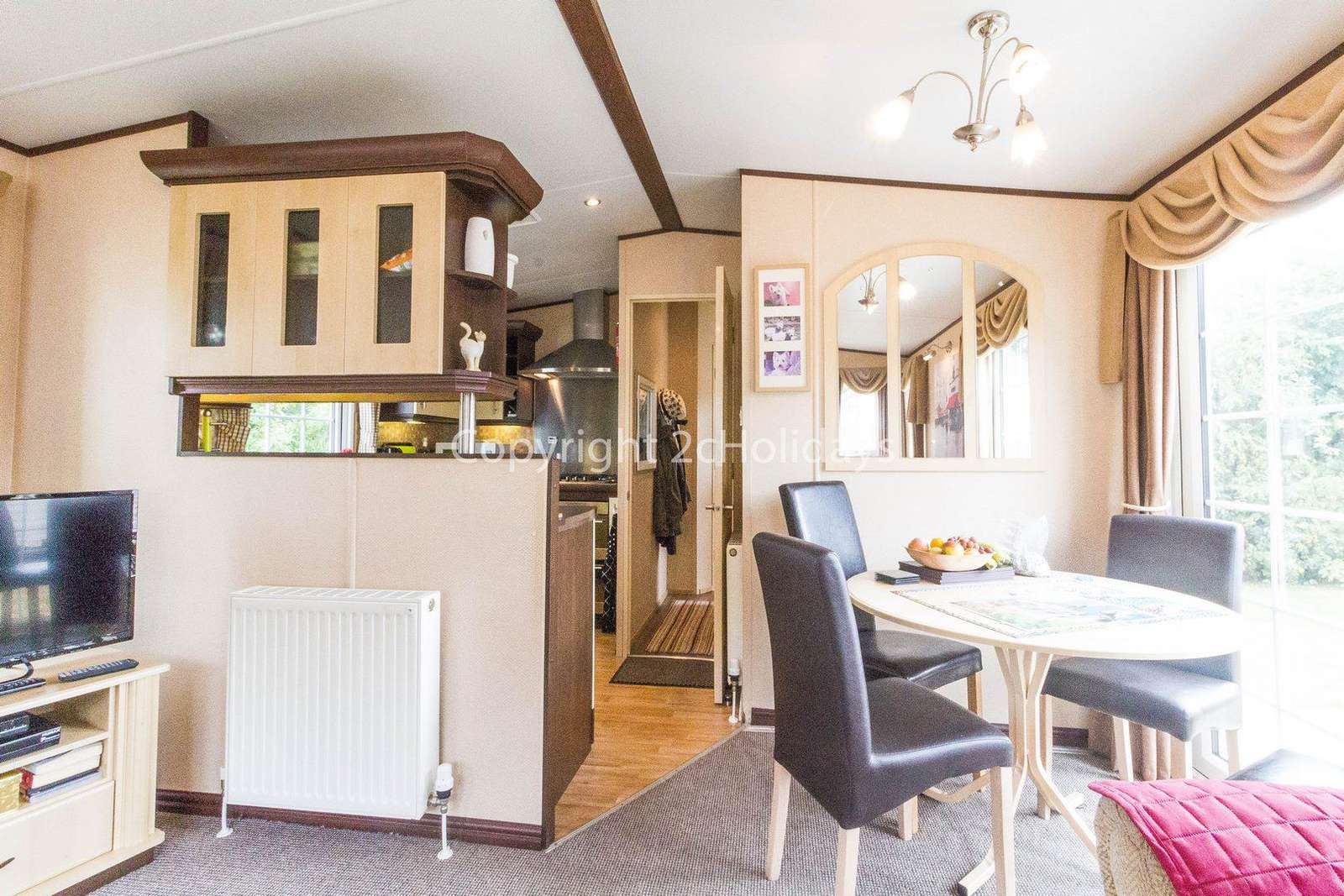 Great dining area in this spacious caravan in Norfolk to hire.