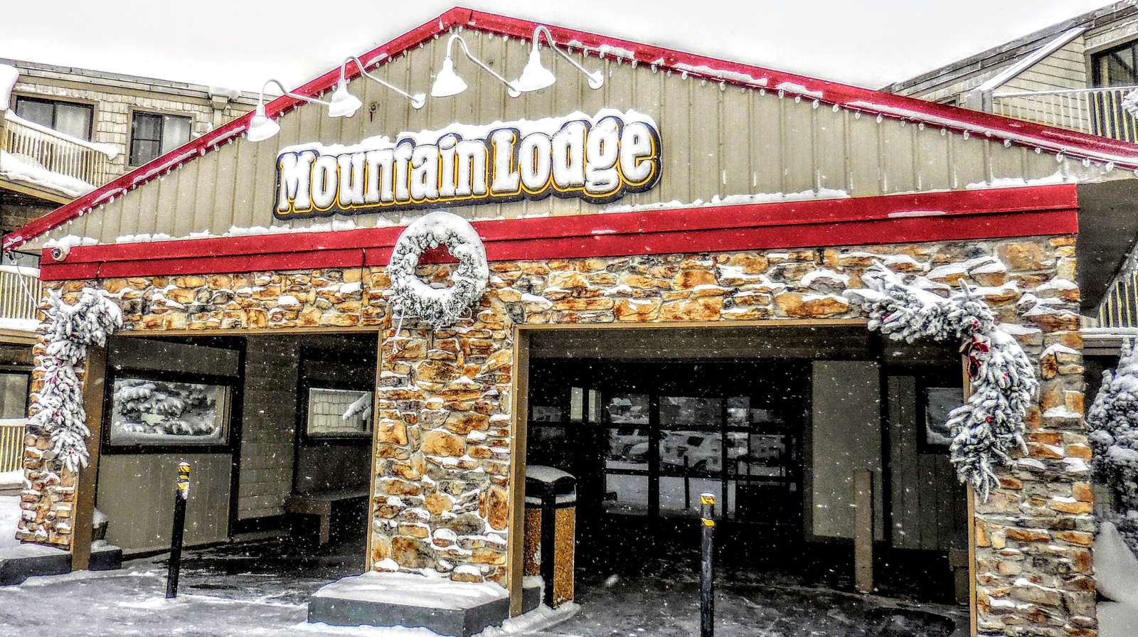 ML228 is located in Mountain Lodge - arguably the VERY BEST LOCATION on the entire mountain!!
