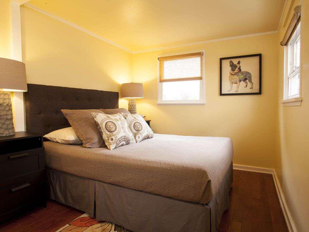 1st bedroom offers queen bed and tempur-comfort mattress.