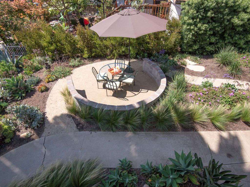 Inviting courtyard with 4-top dinning for that post beach sunset and barbecue.