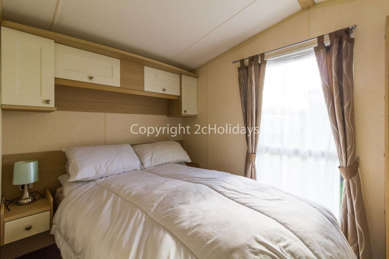 Great size master bedroom with plenty of storage space