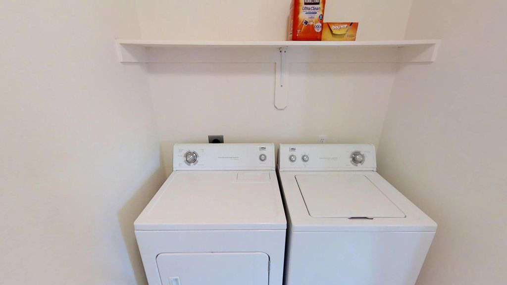 Walk-in laundry room