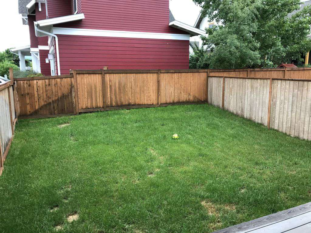 Fenced yard with small deck and gas grill!