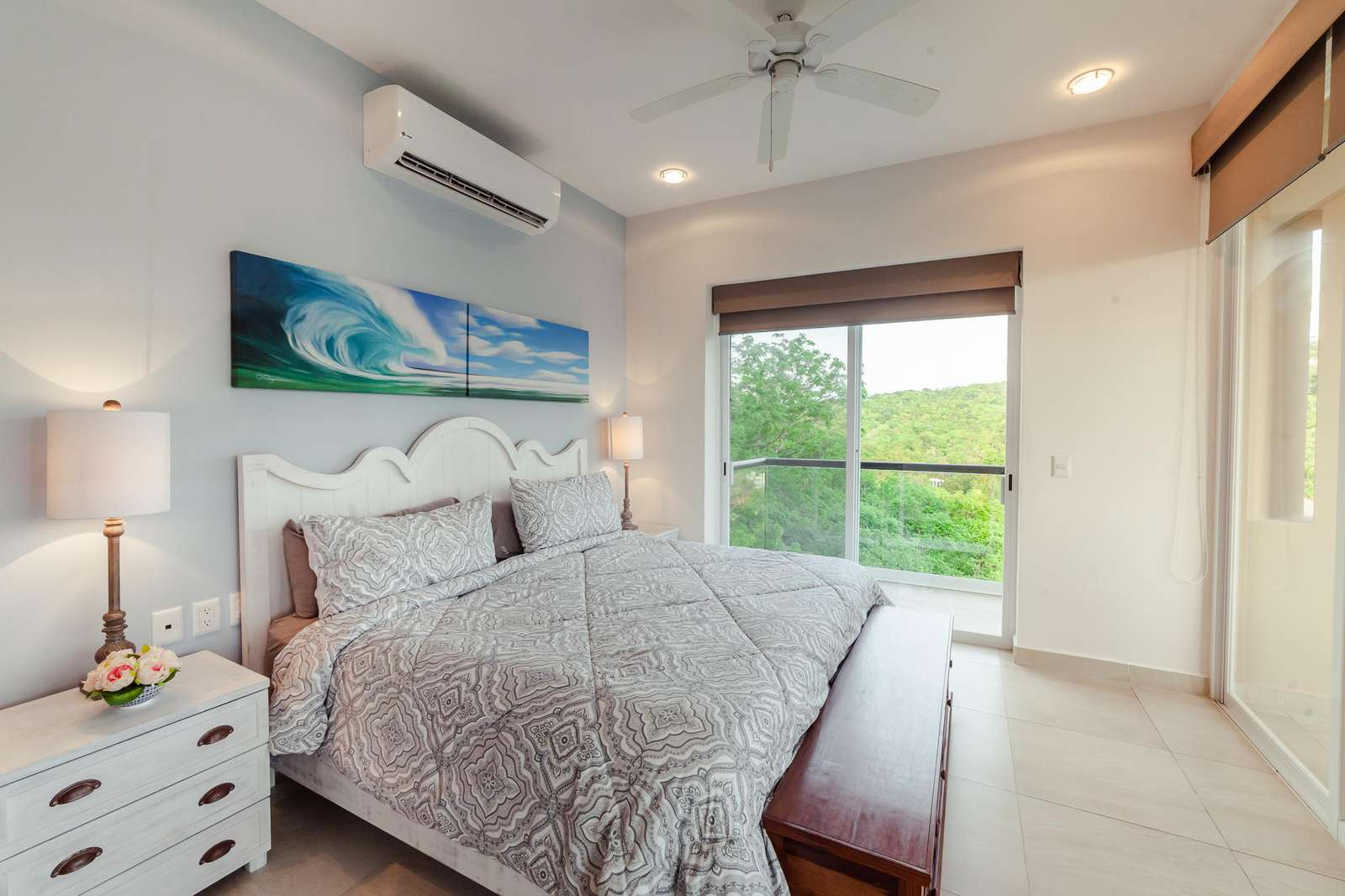 Master bedroom with king bed, 2 terraces and ocean views