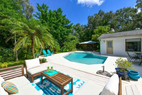 Cosy 4 bed/2.5 bath with pool close to Siesta Key
