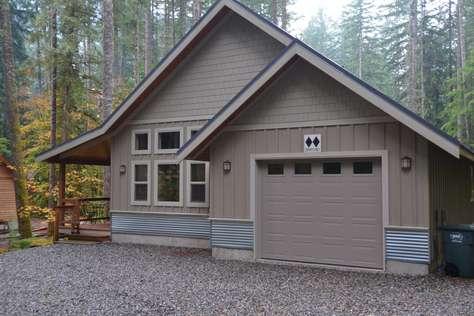 Glacier Creek Cabin  - Pet Friendly, WIFI, Ping Pong, Hot Tub . . .