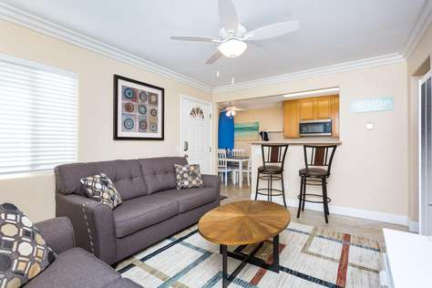 REDUCED/CLEAN/SAFE,VALUE, Sweet Condo, Seconds Beach/Ocean/Bay, Light/Bright!